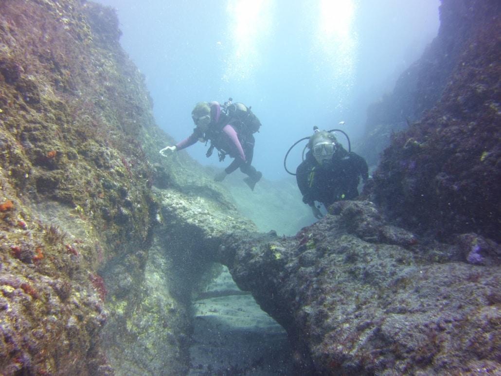 inmersion con formaciones volcanicas
