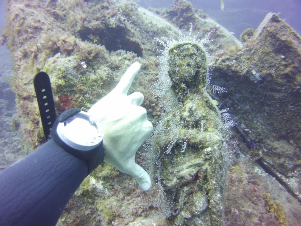 estatua virgen maría en el mar, el Poris