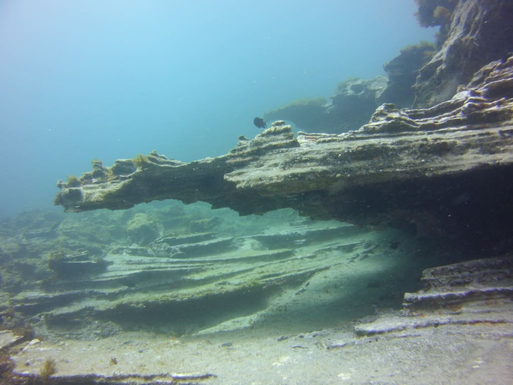 inmersión con formaciones volcánicas